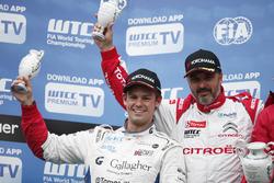 Podio: Tom Chilton, Sébastien Loeb Racing, Citroën C-Elysée WTCC e Yvan Muller, Citroën World Tourin