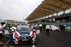 Tiin Sritrai, Honda Civic TCR, Team Thailand