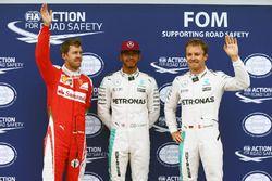 Le top 3 dans le Parc Fermé, Sebastian Vettel, Ferrari, troisième; Lewis Hamilton, Mercedes AMG F1, poleman; Nico Rosberg, Mercedes AMG F1, deuxième