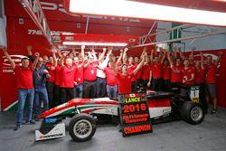 2016 Champion Lance Stroll, Prema Powerteam Dallara F312 – Mercedes-Benz celebrate with team