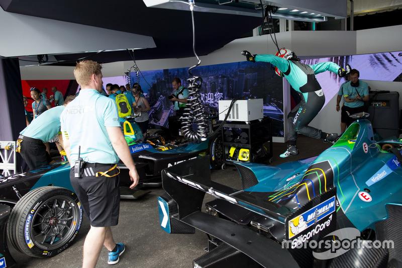 Pit Stop Practice For Nelson Piquet Jr Nextev Tcr Formula E Team