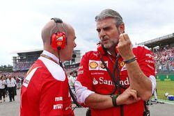 Jock Clear, Ferrari Engineering Director with Maurizio Arrivabene, Ferrari Team Principal on the grid