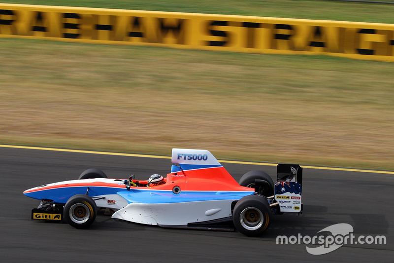 Тим Макроу тестирует автомобиль Формулы Thunder 5000