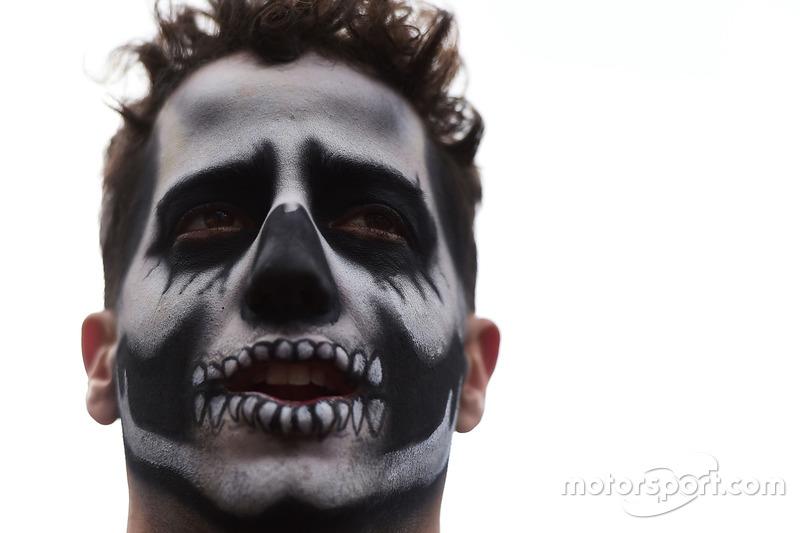 Даніель Ріккардо, Red Bull Racing, з обличчям для Halloween