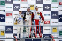 Rookie-Podium: 1. Joel Eriksson, Motopark Dallara F312 - Volkswagen; 2. David Beckmann, kfzteile24 M