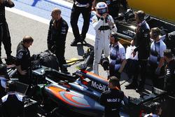 Jenson Button, McLaren MP4-31 sur la grille