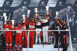 Pro Am class podio: ganadores Jean-Luc Beaubelique, Morgan Moulin Traffort, segundo lugar Michel Broniszewski, Giacomo Piccini, tercer lugar Steve Parrow, Christian Hook