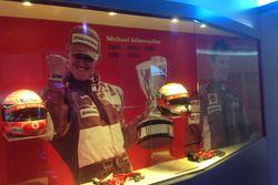 La bacheca con i trofei dei piloti campioni del mondo
