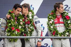 Подиум LMP1: третье место - Лукас ди Грасси, Лоик Дюваль, Оливер Джарвис, #8 Audi Sport Team Joest A