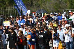 Fans on the grid walk
