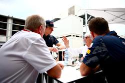 Max Verstappen, Red Bull Racing, Bernie Ecclestone, Christian Horner et le Consultant Red Bull Racing, le Dr Helmut Marko