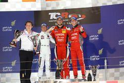 1. Pepe Oriola, SEAT Leon, Team Craft-Bamboo LUKOIL; 2. Gianni Morbidelli, Honda Civic TCR, West Coa