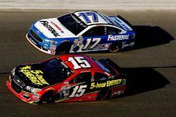 Clint Bowyer, HScott Motorsports Chevrolet, Ricky Stenhouse Jr., Roush Fenway Racing Ford