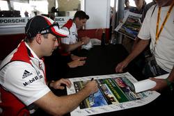 Ник Тэнди, Патрик Пиле и Кевин Эстре, #911 Porsche Team North America Porsche 911 RSR