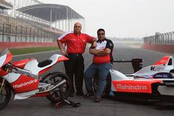 Mufaddal Choonia, Geschäftsführer von Mahindra Racing SPA, mit Dilbagh Gill, Teamchef von Mahindra R