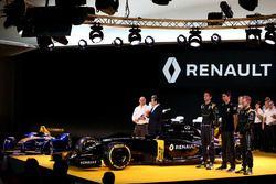 Frederic Vasseur, racing director Renault Sport Racing F1 team, Carlos Ghosn, Renault President, Jol