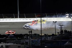 Crash: Jimmie Johnson, Hendrick Motorsports Chevrolet, Martin Truex Jr., Furniture Row Racing Toyota, Matt Kenseth, Joe Gibbs Racing Toyota