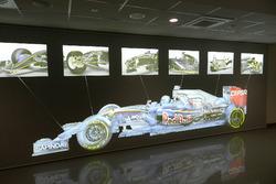Pantalla en el taller de la Escudería Toro Rosso