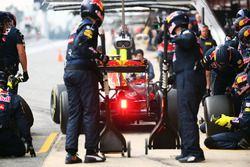 Daniel Ricciardo, Red Bull Racing RB12 beim Boxenstpptraining