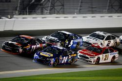Chase Elliott, Hendrick Motorsports Chevrolet; Denny Hamlin, Joe Gibbs Racing Toyota; Ryan Blaney, Wood Brothers Racing Ford; Kasey Kahne, Hendrick Motorsports Chevrolet