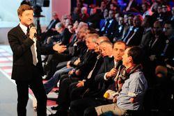 Moderator Bruno Vandestick mit Frédéric Sausset