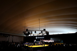 Carlos Ghosn, Präsident Renault; Jolyon Palmer, Renault Sport F1 Team; Esteban Ocon, Testfahrer Renault Sport F1 Team; Kevin Magnussen, Renault Sport F1 Team