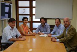 Walter Sciacca con Carlos Alonso e Cristo Pérez del Cabildo de Tenerife