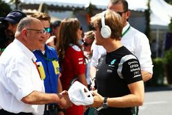(L to R): Pat Behar, FIA with Nico Rosberg, Mercedes AMG F1 on the drivers parade
