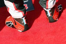 Botas de carrera de Romain Grosjean, Haas F1 Team durante el himno nacional