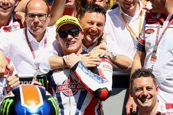 Winner Sam Lowes, Federal Oil Gresini Moto2 celebrates with the team