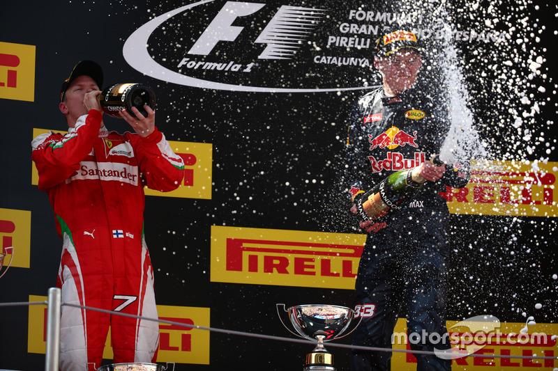 Segundo lugar Kimi Raikkonen, Scuderia Ferrari SF16-H con el ganador de la carrera Max Verstappen, Scuderia Toro Rosso STR11