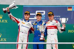 Podio: ganador de la carrera Alex Lynn, DAMS; segundo lugar Sergey Sirotkin, ART Grand Prix; tercer
