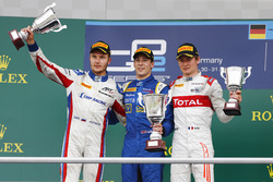 Podium: Race winner Alex Lynn, DAMS; second place Sergey Sirotkin, ART Grand Prix; third place Arthur Pic, Rapax