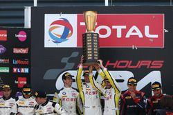 Yarış galibi #99 Rowe Racing, BMW M6 GT3: Maxime Martin, Philipp Eng, Alexander Sims