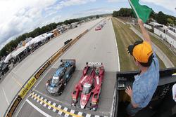 #70 Mazda Motorsports Mazda Prototype: Joel Miller, Tom Long, #10 Wayne Taylor Racing Corvette DP: R