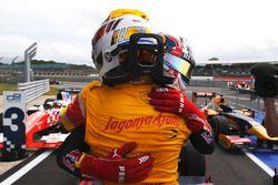 Yarış galibi Pierre Gasly, Prema Racing ve 2. Antonio Giovinazzi, Prema Racing