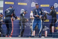 Podio LMP3: Ganador #19 Duqueine Engineering Ligier JSP3: David Hallyday, David Droux, Dino Lunardi