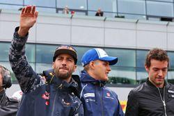 Daniel Ricciardo, Red Bull Racing avec Marcus Ericsson, Sauber F1 Team et Jolyon Palmer, Renault Sport F1 Team lors de la parade des pilotes
