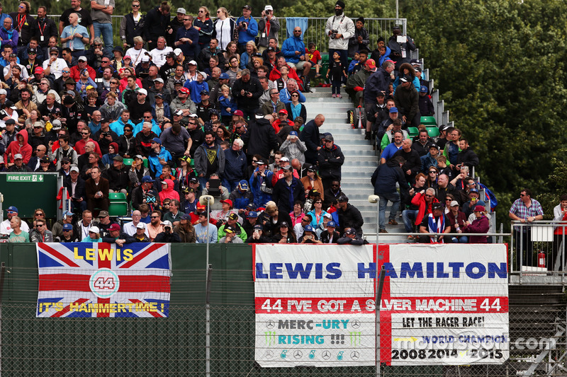 Banners y banderas para Lewis Hamilton, Mercedes AMG F1