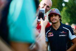 Carlos Sainz Jr., Scuderia Toro Rosso con fans