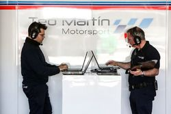 Teo Martin Motorsport engineers at work
