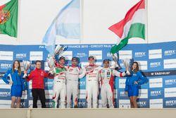 Podium: second place Tiago Monteiro, Honda Racing Team JAS, Honda Civic WTCC; first place José María