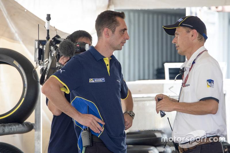 2016: problemas con los neumáticos Michelin, que retira los que tenía preparados