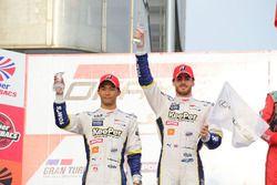 2位表彰台を獲得した#37 KeePer TOM'S RC Fの平川亮とジェームス・ロシター