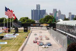 Start: #5 Action Express Racing Corvette DP: Joao Barbosa, Christian Fittipaldi aan de leiding