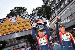 Tobia Cavallini e Sauro Farnocchia, Ford Fiesta WRC festeggiano il terzo posto