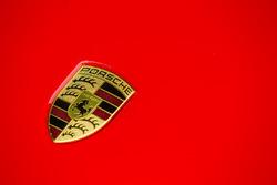 Classic Grand Tour: Porsche 918 logo