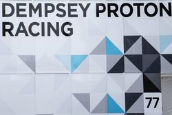 Dempsey Proton Competition trailer y logotipo
