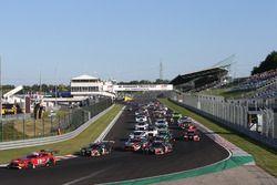 Start: #88 AKKA ASP Mercedes AMG GT3: Tristan Vautier, Felix Rosenqvist leads