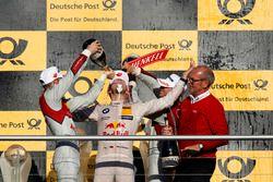 Podium: Campeón, Marco Wittmann, BMW Team RMG, BMW M4 DTM celebra con champagne